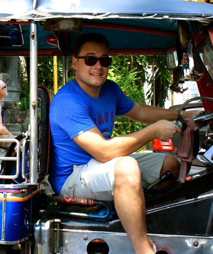 RG driving the tuk tuk